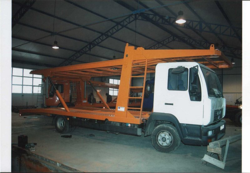 Autoutilitara transport auto 2 pozitii cu platforma peste cabina